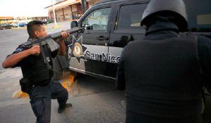 Uhapšeno 15 policajaca koji su pljačkali imanje u Meksiku