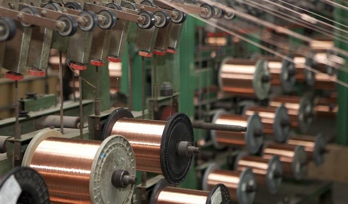 Motanje kablova i pravljenje nudli - Srbija zemlja jeftinih radnika i jeftinih investicija