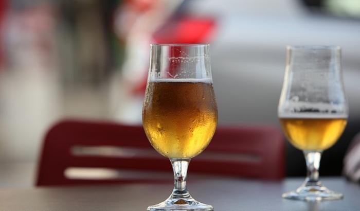 Ugostitelji služe bajato pivo i mesecima staru hranu