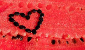 Obavezno operite lubenicu pre nego što je isečete