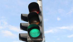 Od danas radi semafor kod kasarne na Detelinari