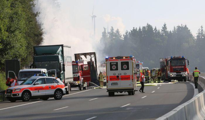 VIDEO: Sudar kamiona i autobusa u Nemačkoj, poginulo 18 osoba