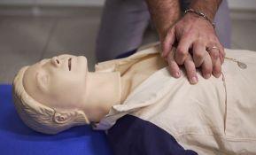 Žene koje pretrpe infarkt ređe dobijaju reanimaciju zbog grudi