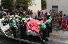 VIDEO: Morali da sruše zid da iz kuće iznesu ženu od 490 kilograma