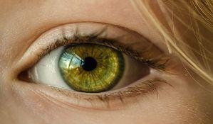 Nađeno 27 kontaktnih sočiva u oku pacijentkinje