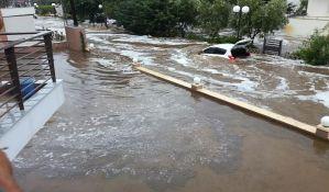 FOTO: Muke na letovanju: na Sitoniji kiša, grad i poplave