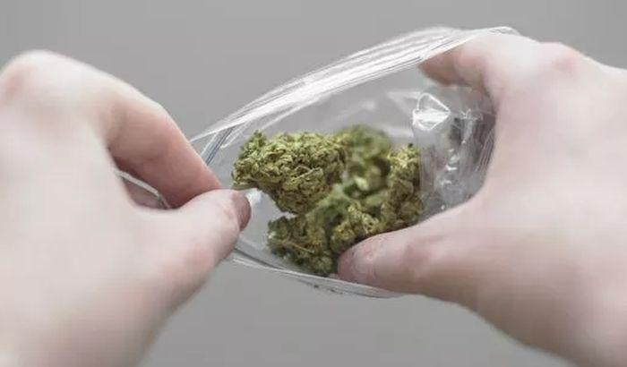 Progutao kesicu marihuane i umro
