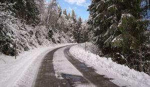 Usporen saobraćaj preko Iriškog venca zbog snega