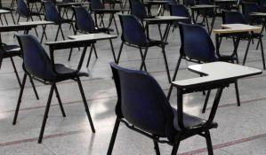 Sve škole u Čačku štrajkuju zbog smene direktora, u Zemunu i dalje prazne učionice