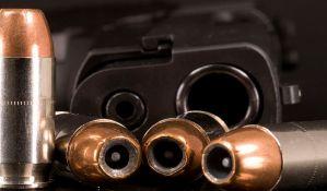 Uz pretnju pištoljem opljačkali menjačnicu u Petrovaradinu