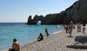 Odnošenje kamenčića s grčke plaže može koštati i do 1.000 evra