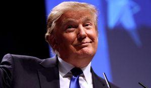 Pomama za perikama Trampove frizure