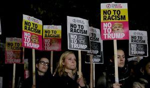 Protestuju pred britanskim parlamentom zbog posete Trampa
