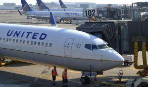 VIDEO: Putnika na silu izvlačili iz pretrpanog aviona