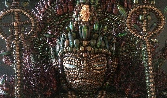 VIDEO: Napravio statuu Bude od 20.000 buba