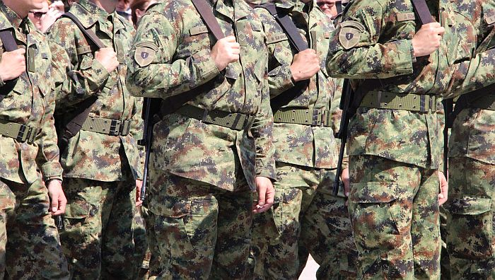 Više od 70 odsto građana Srbije za obavezni vojni rok