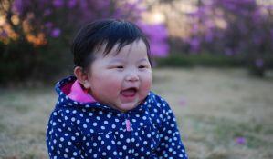 Studija dokazala: Prvorođene bebe su bucmastije