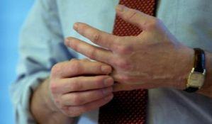 Da li je pucketanje zglobova opasno?