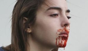 VIDEO: Film toliko brutalan da gledaoci povraćaju i padaju u nesvest