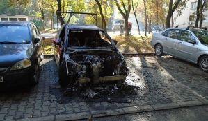 FOTO: Uzbunjivaču Zoranu Pandurovu zapaljen automobil na Detelinari