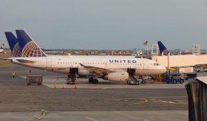 Putnik demolirao toalete, avion prinudno sleteo na Aljasku