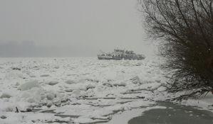 Mađarski ledolomci lome led na Dunavu kod Dalja,