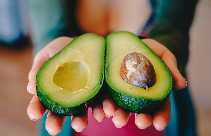 Traže dobrovoljce koji će šest meseci jesti avokado i biti plaćeni za to
