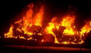 Zapalio pogrešan automobil na Klisi