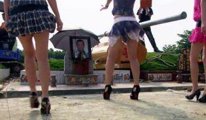 VIDEO: Zabranjene striptizete na sahranama