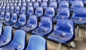 Navijač za kaznu mora da opere 10.000 stolica