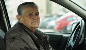 Fadila - prva nosila pantalone, položila vozački i već pola veka vozi automobile