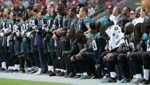 Sportisti širom SAD klečali u znak protesta protiv Trampa