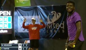 VIDEO: Glasan seks prekinuo teniski meč