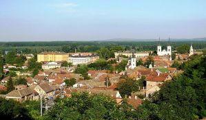 Brutalno nasilje u Sremskim Karlovcima, čoveka pretukli čekićem i odsekli mu prst