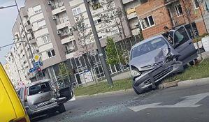 FOTO: Sudar tri automobila na Telepu, povređeni u Urgentnom centru