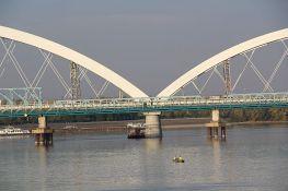 Spojeni lukovi na Žeželjevom mostu