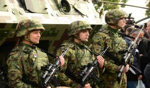 Defile i besplatan pasulj za građane na proslavi Dana Vojske u Novom Sadu