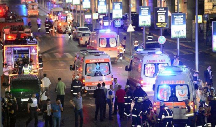 VIDEO, FOTO: Eksplozije na aerodromu u Istanbulu, najmanje 28 mrtvih