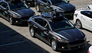 Policajac napisao kaznu samovozećem automobilu