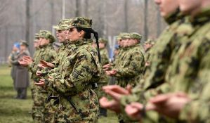 Poverenik proverava da li vojnicima smeju da se oduzimaju telefoni
