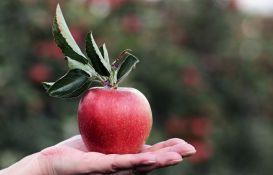 Kako očistiti jabuku od pesticida