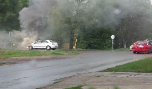 FOTO: Izgoreo automobil na Slanoj bari