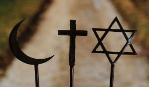 Muslimani se molili u sinagogi na aerodromu