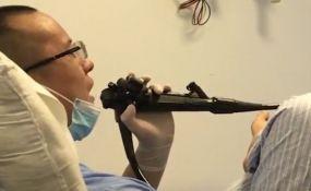 VIDEO: Doktor sam sebi uradio kolonoskopiju da bi bolje razumeo pacijente