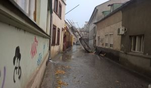 FOTO: Nevreme protutnjalo Novim Sadom, leteli kontejneri i padalo drveće