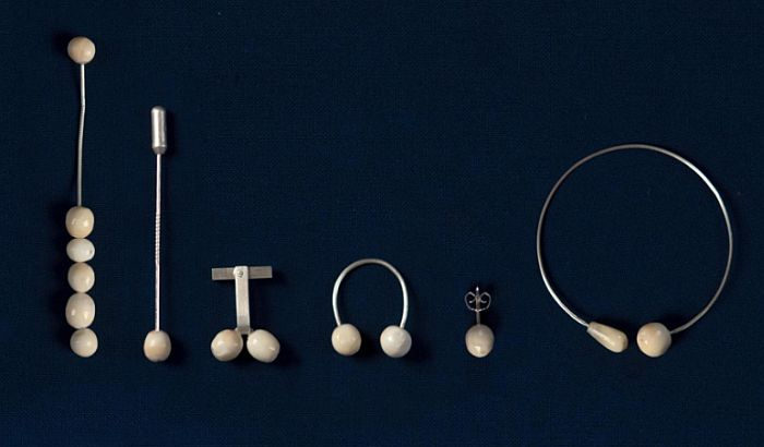 FOTO: Pravi nakit od ljudskih zuba