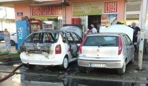 FOTO, VIDEO: Dva automobila izgorela na Detelinari