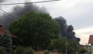 FOTO: Veliki požar u Veterniku, izgorela hala
