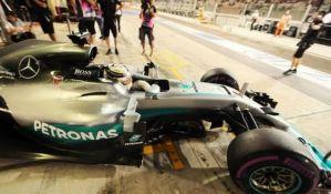 Hamiltonu pol pozicija u trci godine