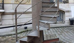 Deo stepenica Ajfelove kule prodat za pola miliona evra
